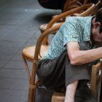 ancianos que duermen mucho